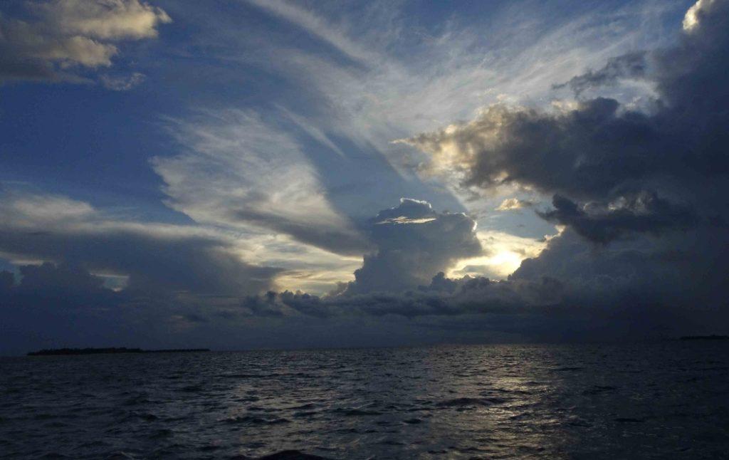モルディブの夕方の気候